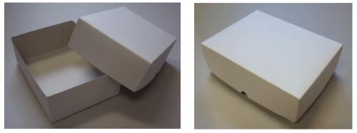 シンプルな白箱の既製品